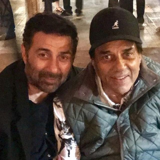 THIS PICTURE OF DHARMENDRA WITH SON SUNNY DEOL IS A HIT AMONG NETIZENS, READ HERE