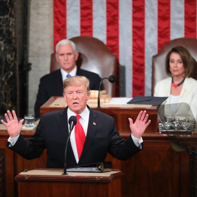 """""""DONALD TRUMP'S TIE IS AS CROOKED AS HE IS"""" SAYS TWITTER TROLLING THE US PRESIDENT AT THE SECOND STATE OF UNION"""
