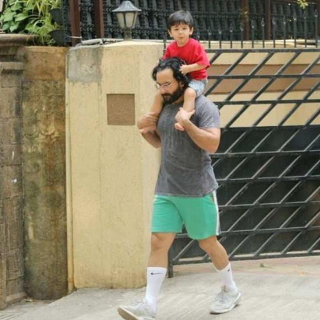 SAIF ALI KHAN GIVES A PIGGY BACK RIDE TO TAIMUR IN BANDRA, PICTURES GO VIRAL