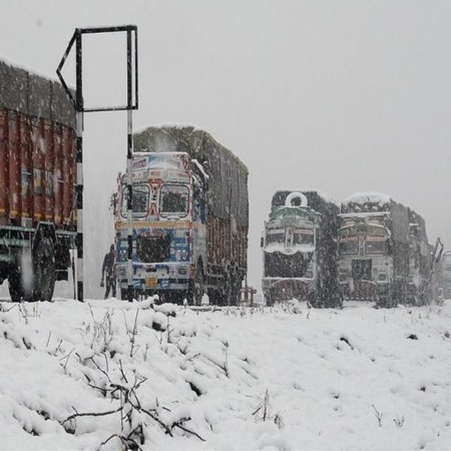 J-K HIGHWAY CLOSED FOR 3RD CONSECUTIVE DAY; STRANDED PEOPLE PROTEST IN JAMMU