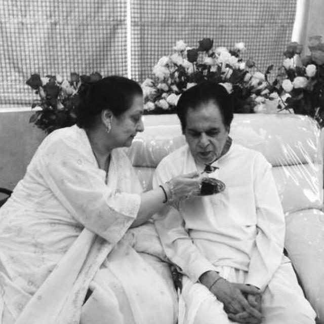 DILIP KUMAR SHARES BRAND NEW PICTURE WITH WIFE SAIRA BANU, EXTENDS HIS 'LOVE AND GREETINGS' TO ALL