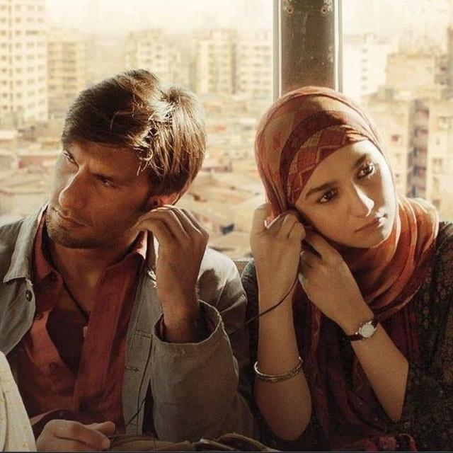 RANVEER SINGH'S 'GULLY BOY' SETS THE TICKET WINDOWS BLAZING AS IT MINTS OVER RS. 35 CRORES ON DAY 2