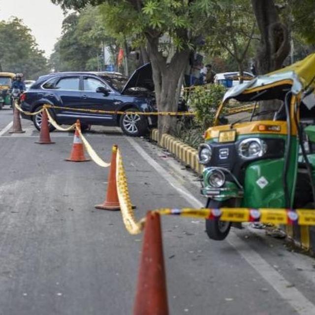1 KILLED, 3 INJURED AS LUXURY CAR DRIVEN BY BUSINESS TYCOON PONTY CHADHA'S NEPHEW HITS AUTORICKSHAW IN DELHI