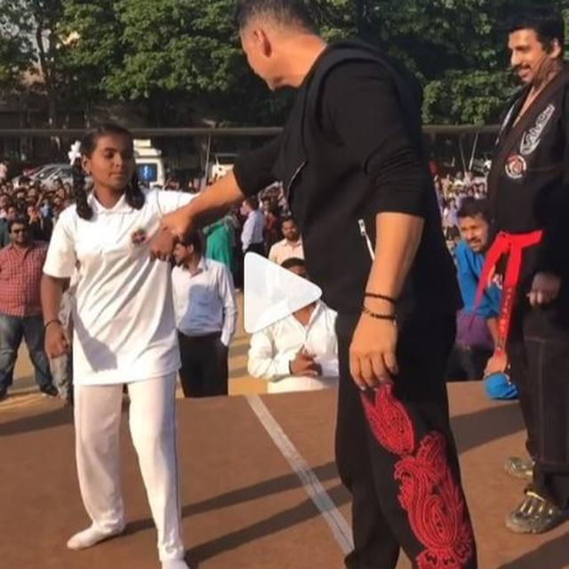 WATCH: GROUP OF GIRLS TURN CHEERLEADER FOR AKSHAY KUMAR AS HE TEACHES THEM SELF-DEFENSE TECHNIQUES