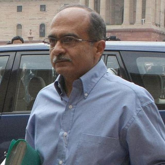 PRASHANT BHUSHAN ADMITS HE MADE 'GENUINE MISTAKE' IN HIS TWEETS, GOVERNMENT WITHDRAWS CONTEMPT CASE