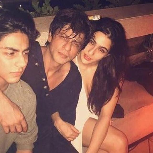 SARA ALI KHAN ADDRESSES SHAH RUKH KHAN AS 'UNCLE' AT AN EVENT AND SPARKS A TWITTER DEBATE