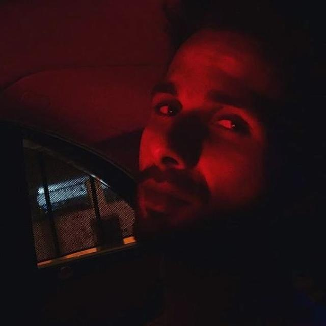 'KILLING ME SOFTLY', SAYS MIRA RAJPUT TO SHAHID KAPOOR RED GLOW, NETIZENS SAY 'US TOO'