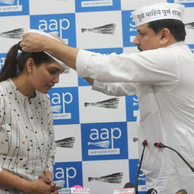 ARMY VETERAN SHALINI SINGH JOINS AAP, ARVIND KEJRIWAL WELCOMES HER INTO PARTY