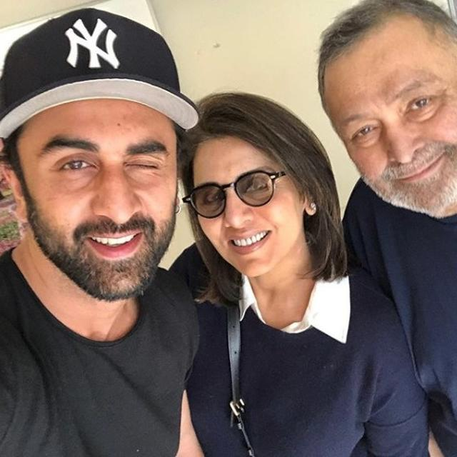 'THAT AMAZING FEELING IN YOUR LOWS WHEN THERE IS POSITIVITY.. AND THAT WINK': NEETU KAPOOR SHARES DELIGHTFUL PICTURE WITH RISHI AND RANBIR KAPOOR