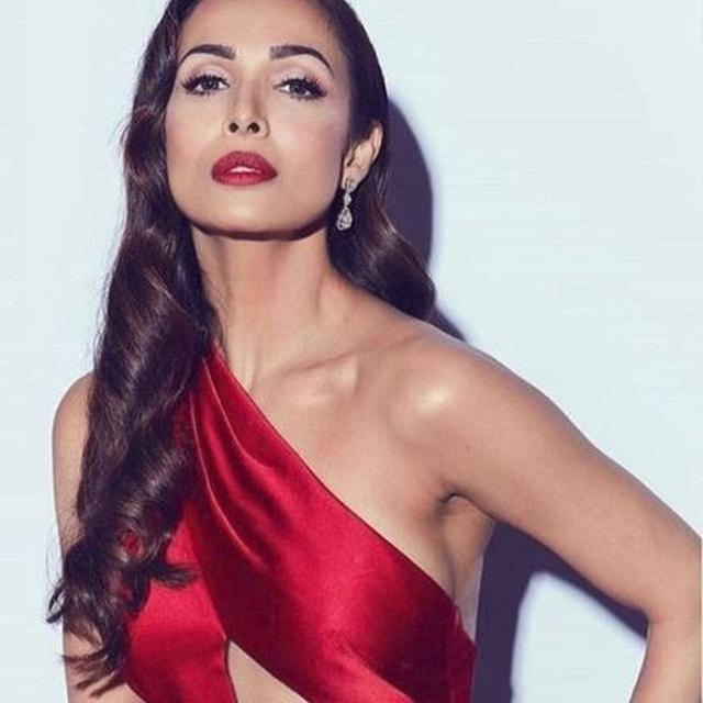 MALAIKA ARORA DANCING TO 'CHAIYYA CHAIYYA' WITH HER TEAM ON WORLD HEALTH DAY IS THE BEST THING YOU WILL SEE TODAY