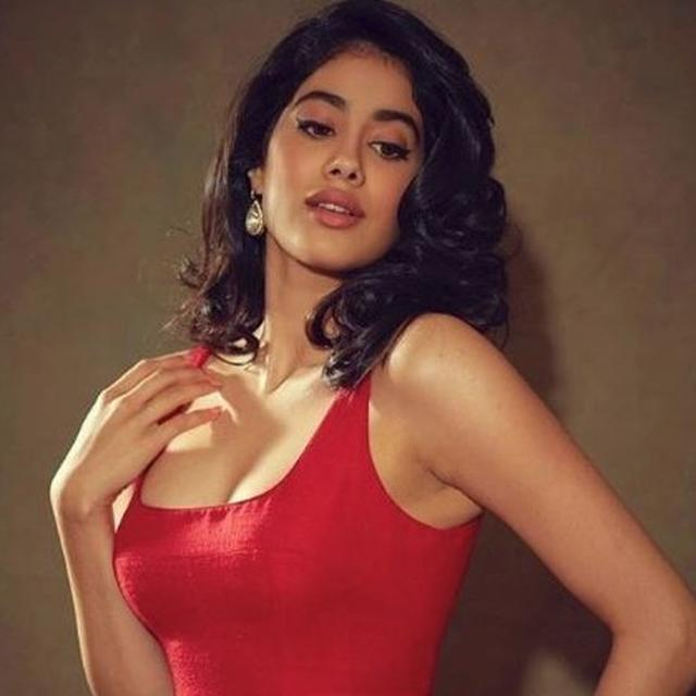 JANHVI KAPOOR'S SCINTILLATING  PHOTOSHOOT HAS THE INTERNET TALKING, HERE'S WHAT IT'S ABOUT