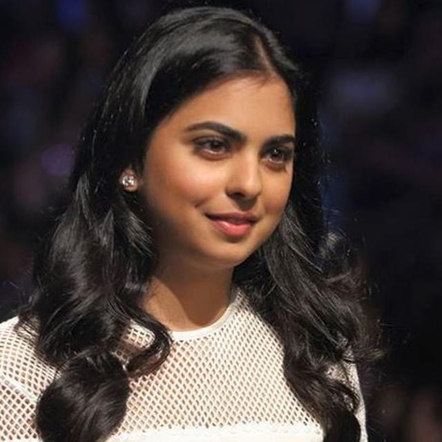 IN PICTURES | HERE'S WHAT ISHA AMBANI WORE AS SHE REDEFINED ELEGANCE AT SABYASACHI'S 20TH ANNIVERSARY