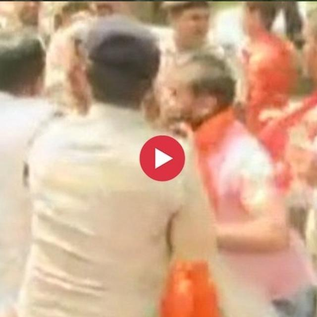WATCH: CLASHES BREAK OUT BETWEEN BJP AND NCP WORKERS AFTER LATTER DEMONSTRATE WITH BLACK FLAGS AT SADHVI PRAGYA'S ROADSHOW IN BHOPAL