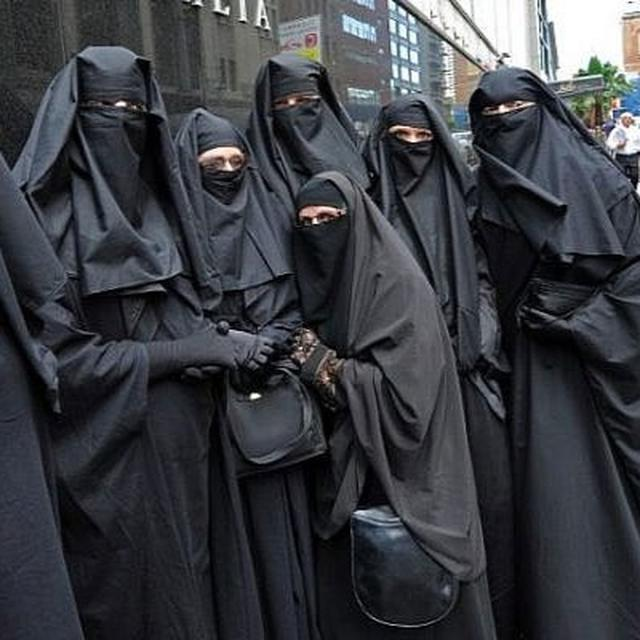SRI LANKA MAY BAN BURQA FOLLOWING EASTER SUNDAY TERROR ATTACK: REPORT