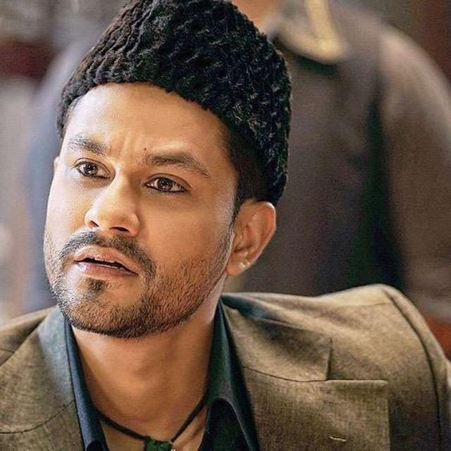 KUNAL KEMMU IS 'OVERWHELMED' WITH RESPONSE HE HAS RECEIVED FOR 'KALANK',  THANKS KARAN JOHAR FOR 'TRUSTING' HIM