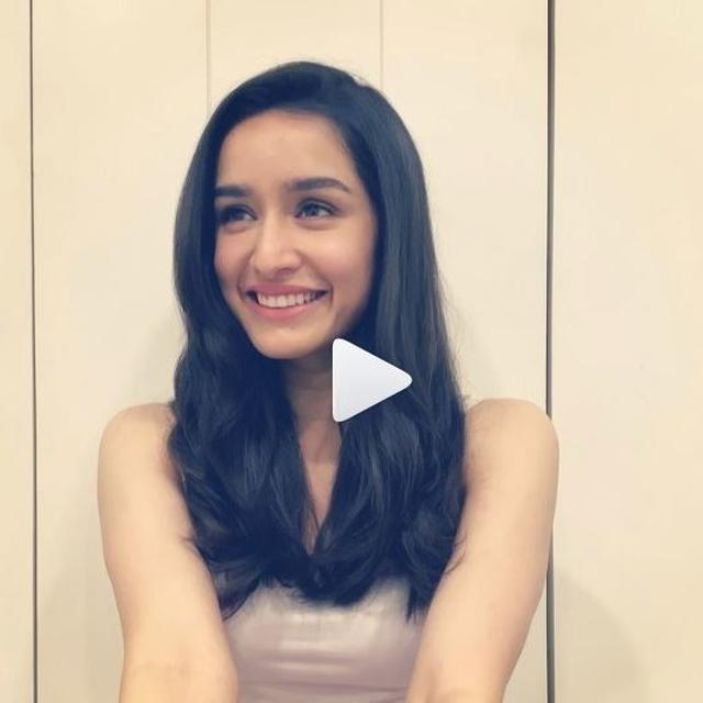 WATCH: SHRADDHA KAPOOR SINGS FOR HER FANS, NOSTALGIA HITS WITH '6 YEARS OF AASHIQUI 2'