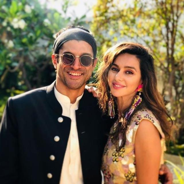 HRITHIK ROSHAN CAN'T HELP BUT MARVEL AT FARHAN AKHTAR AND SHIBANI DANDEKAR'S 'SUNSHINE AND SMILES' PHOTO. HERE'S WHAT HE WROTE