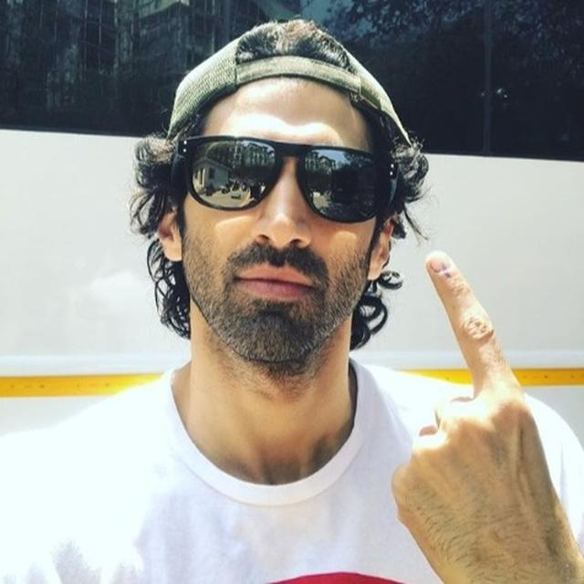 LOK SABHA ELECTIONS 2019: AS INDIA GOES TO POLLS, ADITYA ROY KAPUR SHARES HIS 'VOTE' SELFIE