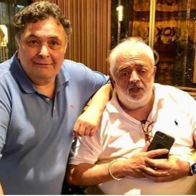 """""""RISHI KAPOOR IS CANCER FREE"""" ANNOUNCES RAHUL RAWAIL SHARING A PICTURE AND PROFESSING ALL-ROUND GRATITUDE, NETIZENS JOIN IN"""
