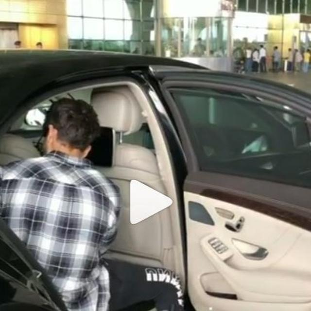 """AT LEAST CLOSE THE CAR DOOR"": SHAHID KAPOOR GETS OFF AT THE AIRPORT LEAVING THE CAR DOOR WIDE OPEN, NETIZENS AREN'T IN A MOOD TO LET IT GO"
