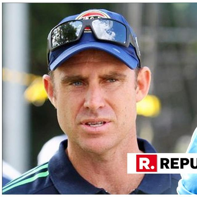 DHONI IS AN ERA OF CRICKET, ALMOST LIKE LEADER OF A NATION: MATTHEW HAYDEN