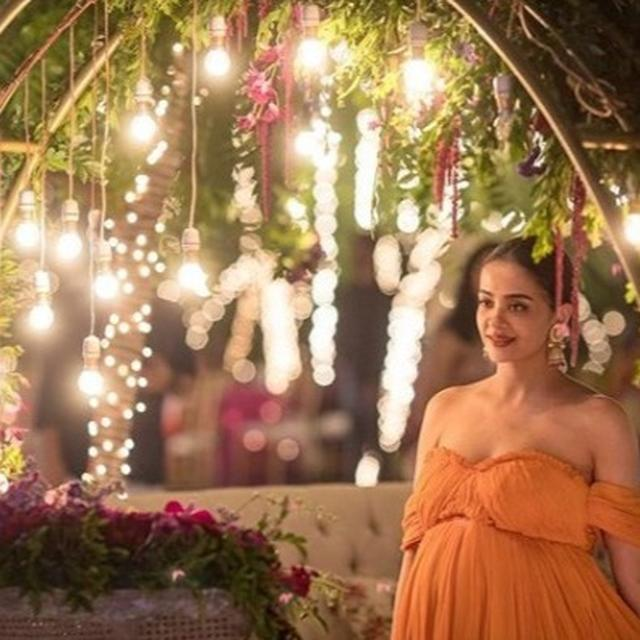 SURVEEN CHAWLA'S FIRST PICTURE DAUGHTER EVA IS TOO SURREAL FOR WORDS AND THE NETIZENS AGREE
