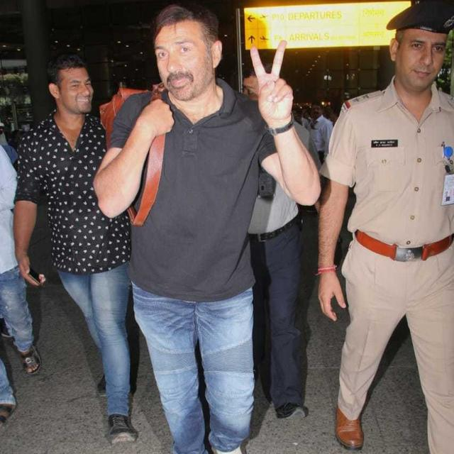 WATCH: AFTER EMPHATIC VICTORY IN THE ELECTIONS, FIRST MEETING AS MEMBER OF PARLIAMENT, SUNNY DEOL IS ALL SMILES AS HE RETURNS TO  MUMBAI