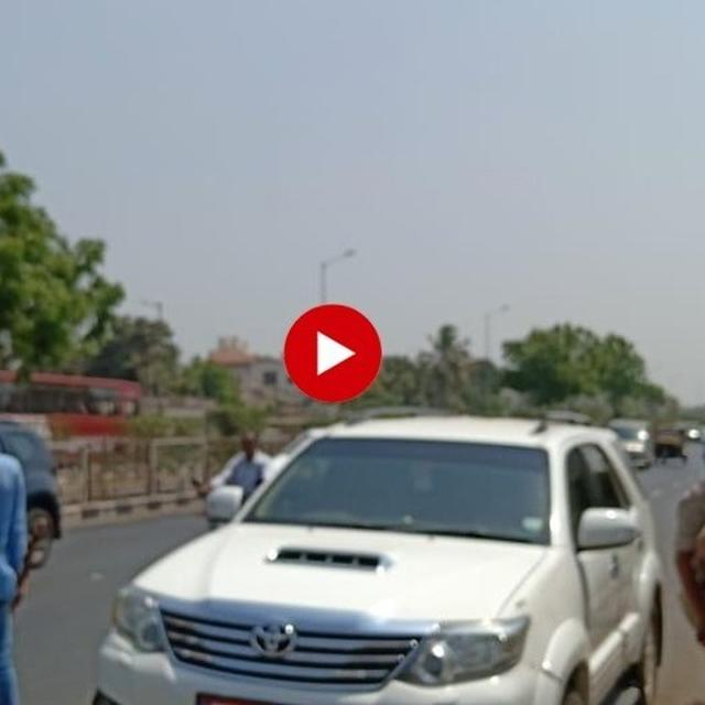WATCH: HARDIK PATEL'S CAR GETS STOPPED BY SURAT POLICE, LEADER DETAINED AFTER THREATENING HUNGER STRIKE FOLLOWING SURAT FIRE