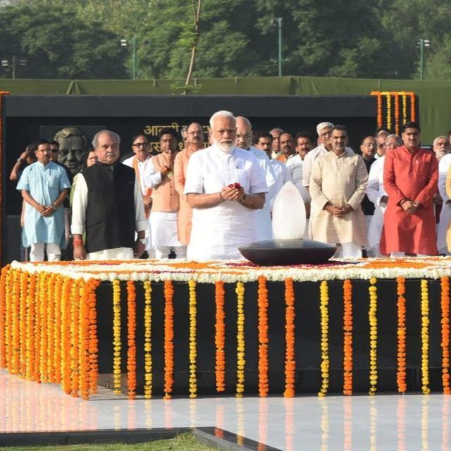 WATCH: PM Narendra Modi pays tribute to former Prime Minister Atal Bihari Vajpayee at Sadaiv Atal Samadhi ahead of swearing-in ceremony