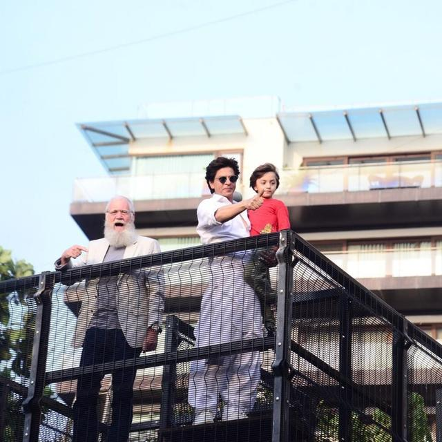 WATCH: SHAH RUKH KHAN THANKS FANS FOR SPENDING THEIR EID WITH HIM, DAVID LETTERMAN JOINS THE CELEBRATIONS AT MANNAT