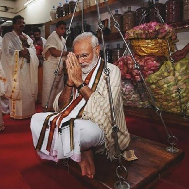 """GURUVAYUR TEMPLE IS DIVINE AND MAGNIFICENT,"" WRITES PM MODI WHILE GLIMPSES OF HIM OFFERING PRAYERS IN KERALA ESTABLISH EXACTLY WHY"