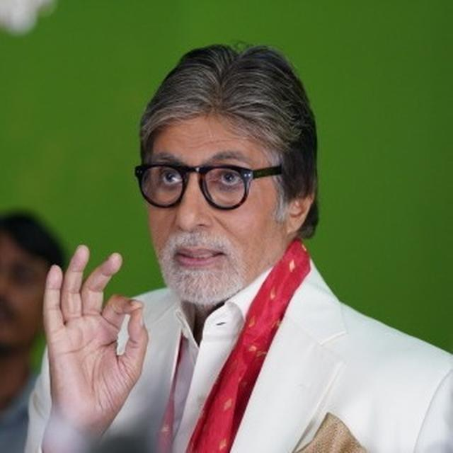 BEFUDDLED BY TWITTER'S INSTANTCY, AMITABH BACHCHAN MAKES HILARIOUS OBSERVATION ON HIS WHEREABOUTS AS HE GETS SPOTTED IN LUCKNOW