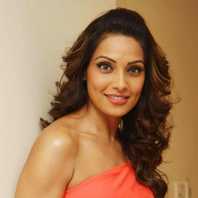 'KILL IT B': RANVEER SINGH, MALAIKA ARORA, AND OTHERS CHEER FOR BIPASHA BASU AS SHE DECIDES TO 'RESET' HERSELF