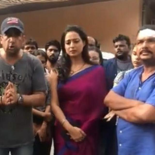 "SHOCKING: TEAM OF UPCOMING WEB-SERIES 'FIXER' ATTACKED BY GOONS IN THANE; ""THE POLICE WERE SUPPORTING THE GUNDAS,"" SAYS ACTRESS MAHIE GILL"