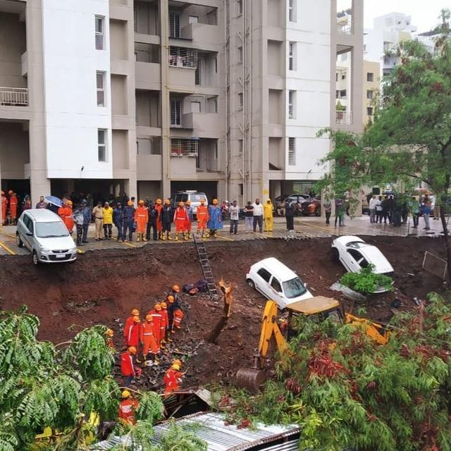SEVERAL PEOPLE KILLED AFTER COMPOUND WALL COLLAPSES DUE TO HEAVY RAIN IN PUNE'S KONDHWA AREA: UPDATES