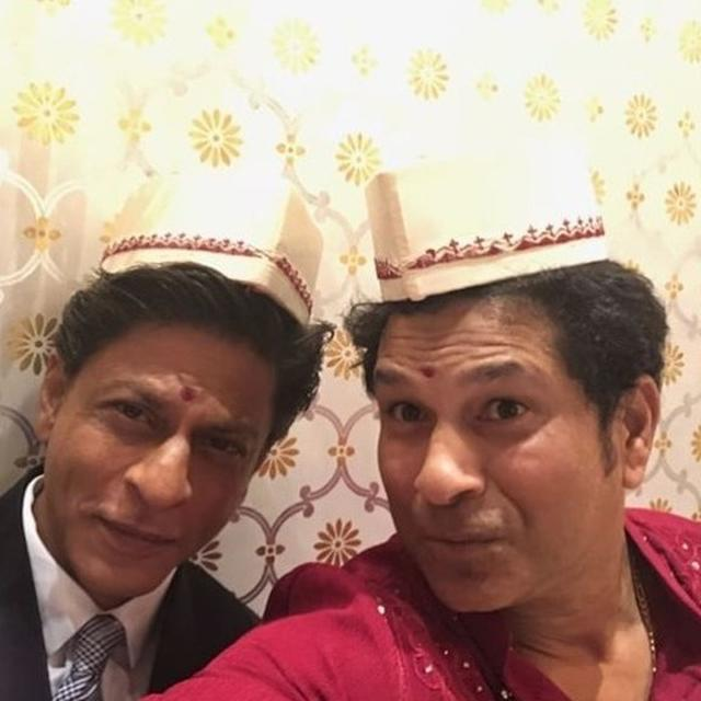 'DEAR BAAZIGAR...': SACHIN TENDULKAR TROLLS SHAH RUKH KHAN FOR NOT WEARING A HELMET