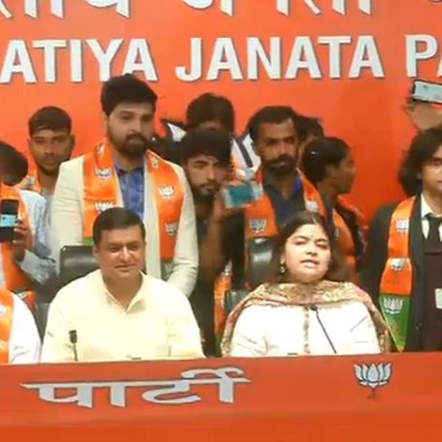 BJP INDUCTS WORLD YOGA CHAMPION TEJASWI, INDIAN JUDO ACADEMY COACH YASPAL SOLANKI AND OTHERS INTO BYJM IN POONAM MAHAJAN'S PRESENCE