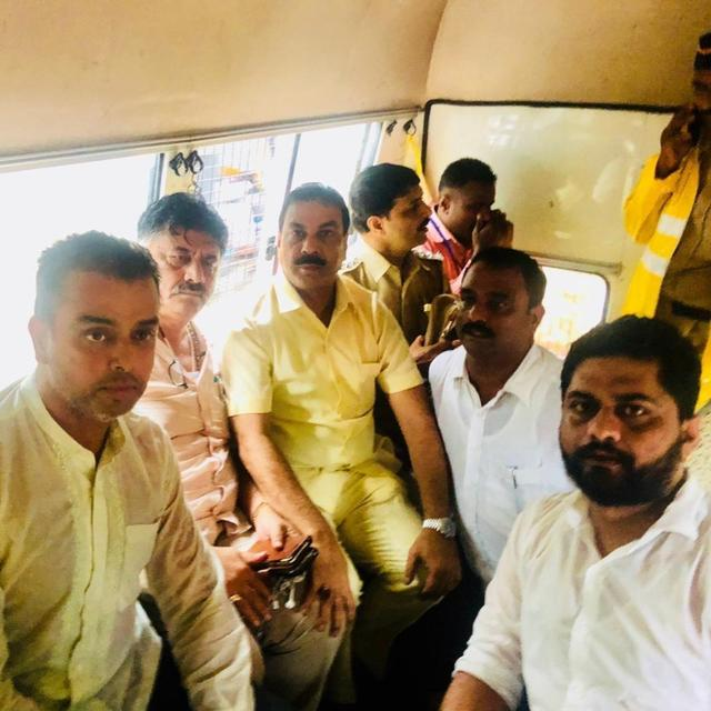 WATCH: DK SHIVAKUMAR, MILIND DEORA AND OTHER CONGRESS LEADERS DETAINED IN MUMBAI