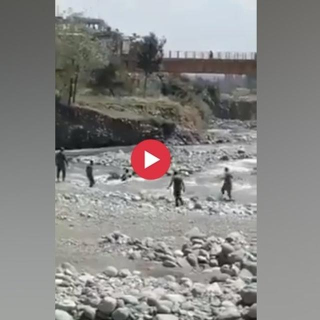 WATCH: CRPF JAWANS FORM A HUMAN CHAIN IN DARING BID TO RESCUE A WOMAN FROM STRONG UNDERCURRENTS IN BARAMULLA
