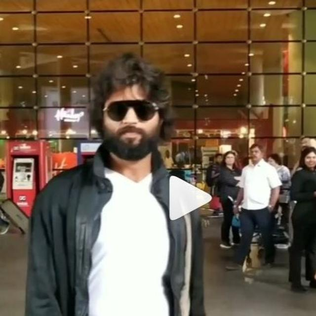 WATCH: VIJAY DEVERAKONDA LANDS AT MUMBAI AIRPORT HIGH ON ENERGY, BUT NETIZENS HAVE JUST ONE THING ON THEIR MIND. READ HERE