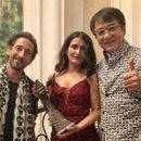 FATIMA SANA SHAIKH RECEIVES AWARD FROM JACKIE CHAN IN CHINA, ALSO QUIPS ABOUT 'GHARELU' BOYFRIEND