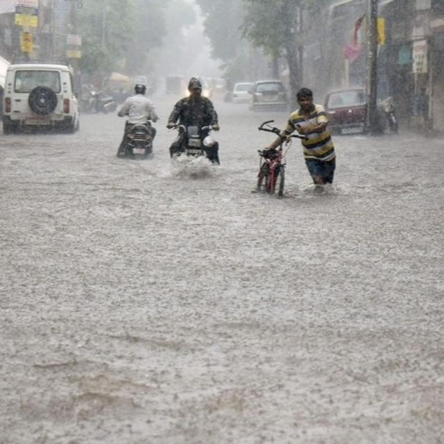 VADODARA FLOODS UPDATE: RAINFALL FORECAST TO SUBSIDE, RELIEF EFFORTS UNDERWAY