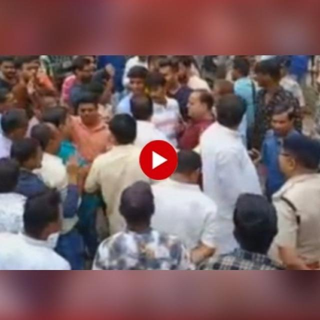 CONGRESS WORKERS FIGHT AMONG THEMSELVES OUTSIDE PARTY'S RANCHI OFFICE, JHARKHAND POLICE LATHICHARGES THEM
