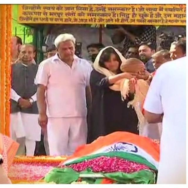 SUSHMA SWARAJ PASSES AWAY: DAUGHTER BANSURI SWARAJ PERFORMS LAST RITES; FORMER EAM CREMATED WITH STATE HONOURS AT LODHI CREMATORIUM