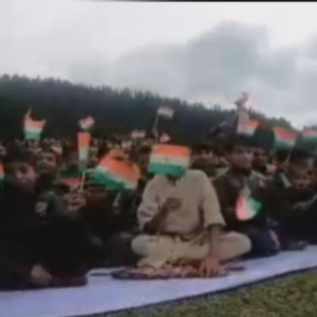 ON INDEPENDENCE DAY, WATCH THESE J&K CHILDREN WAVE THEIR TRICOLOURS IN UNISON AS THEIR PATRIOTIC CHORUS RINGS ACROSS THE HILLS