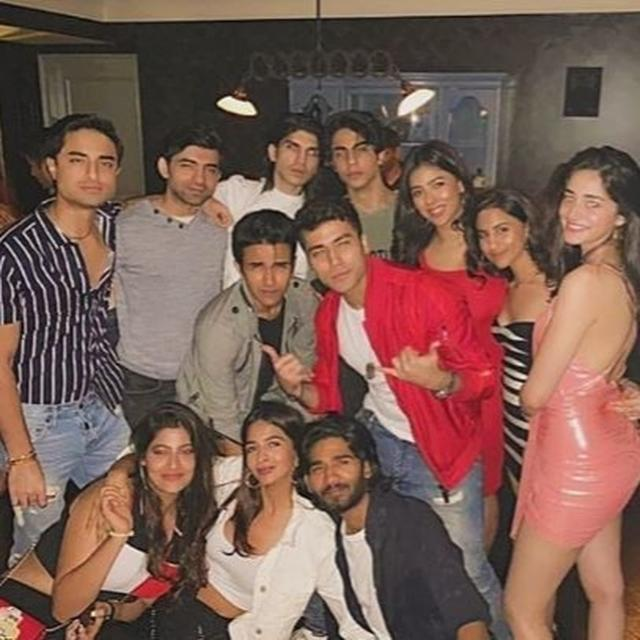 ANANYA PANDAY RINGS IN SATURDAY NIGHT WITH ARYAN KHAN & OTHER STAR KIDS, BUT NETIZENS HAVE ONE QUESTION