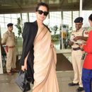 KANGANA RANAUT'S LATEST AIRPORT LOOK ONLY COSTS RS. 600, SENDS AN IMPORTANT MESSAGE